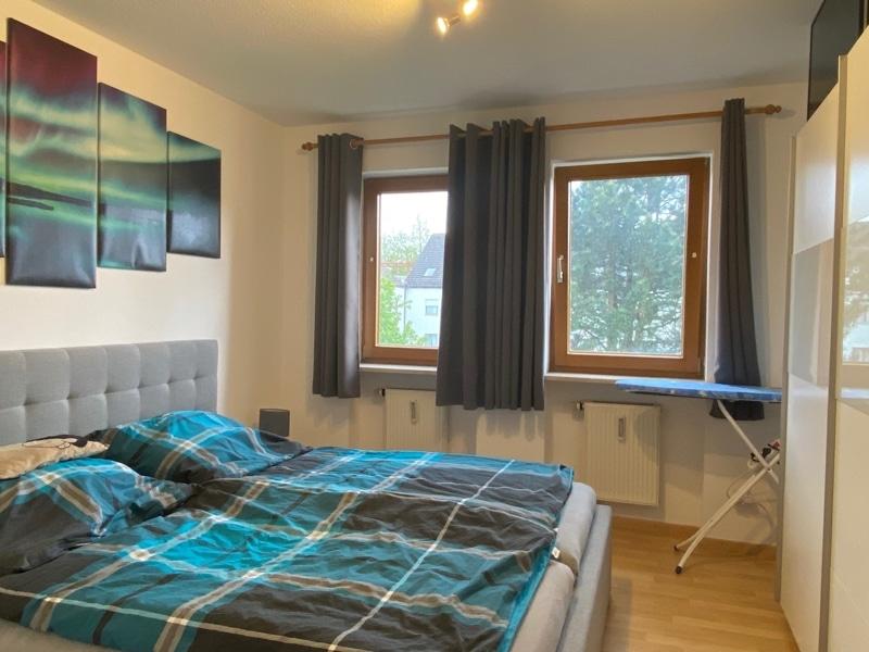 Helle 2 Zimmerwohnung mit großem Südbalkon in ruhiger Lage von Höhenkirchen - Schlafzimmer