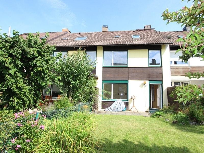 Günstig wohnen in einem kleinen, gepflegten RMH in ruhiger Lage von Ebersberg - Außenansicht Südseite