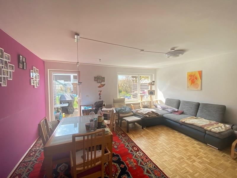 Günstig wohnen in einem kleinen, gepflegten RMH in ruhiger Lage von Ebersberg - Wohnzimmer