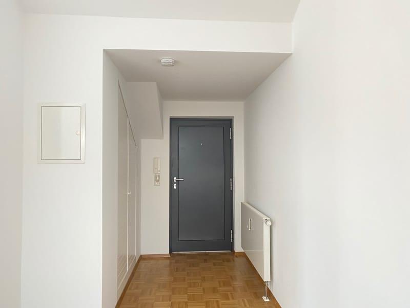 Lichtdurchflutete 2,5 ZKB DG Wohnung mit 2 Dachterrassen in zentraler Lage von Sauerlach - Wohnungseingang