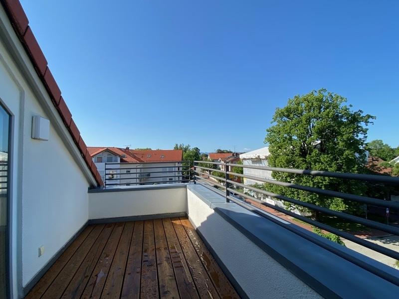 Lichtdurchflutete 2,5 ZKB DG Wohnung mit 2 Dachterrassen in zentraler Lage von Sauerlach - SW Dachterrasse