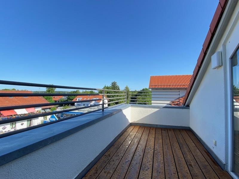 Lichtdurchflutete 2,5 ZKB DG Wohnung mit 2 Dachterrassen in zentraler Lage von Sauerlach - NW Dachterrasse