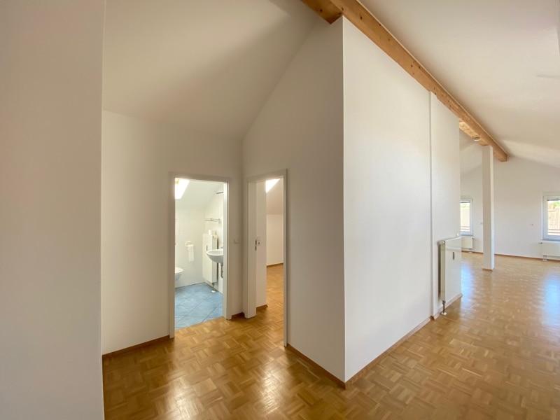 Lichtdurchflutete 2,5 ZKB DG Wohnung mit 2 Dachterrassen in zentraler Lage von Sauerlach - Diele
