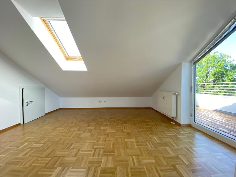 """Lichtdurchflutete 2,5 ZKB DG Wohnung mit 2 Dachterrassen in zentraler Lage von Sauerlach - """"Halbes"""" Zimmer"""
