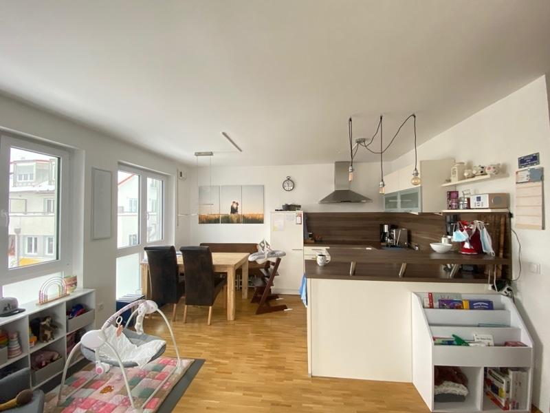 Attraktive, neuwertige 3 Zimmerwohnung mit Südbalkon und Einbauküche in Siegertsbrunn - Offene Küche Essbereich