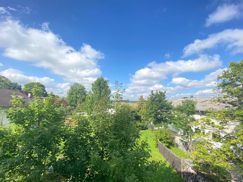 Erstbezug: Nach Westen ausgerichtete ruhige 4 Zimmerwohnung mit 2 Bädern und großem Balkon in der Ortsmitte von Höhenkirchen - Aussicht Balkon