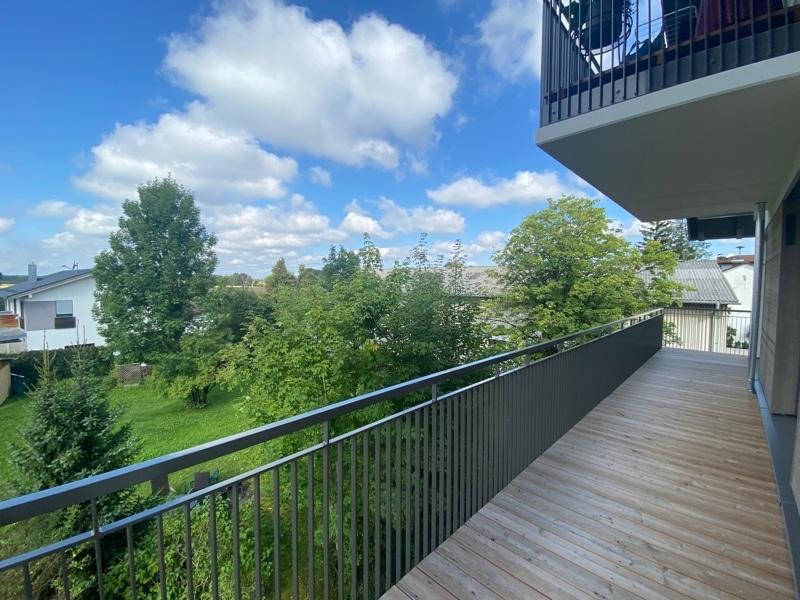 Erstbezug: Nach Westen ausgerichtete ruhige 4 Zimmerwohnung mit 2 Bädern und großem Balkon in der Ortsmitte von Höhenkirchen - Balkon