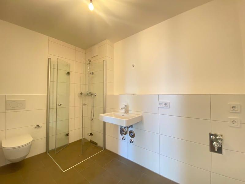 Erstbezug: Nach Westen ausgerichtete ruhige 4 Zimmerwohnung mit 2 Bädern und großem Balkon in der Ortsmitte von Höhenkirchen - Duschbad