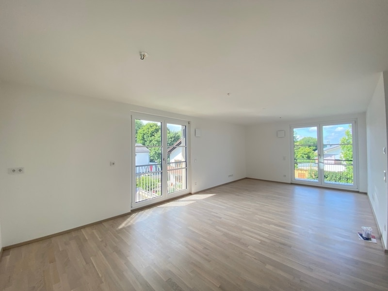 Erstbezug: Nach Westen ausgerichtete ruhige 4 Zimmerwohnung mit 2 Bädern und großem Balkon in der Ortsmitte von Höhenkirchen - Wohnbereich