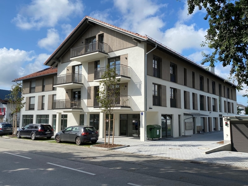 Erstbezug: Nach Westen ausgerichtete ruhige 4 Zimmerwohnung mit 2 Bädern und großem Balkon in der Ortsmitte von Höhenkirchen - Außenansicht