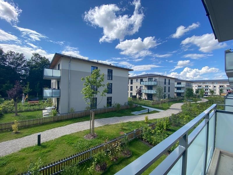 Neuwertige 2 ZKB Wohnung mit Westbalkon in zentraler Lage von Höhenkirchen-Siegertsbrunn - Ausblick Balkon