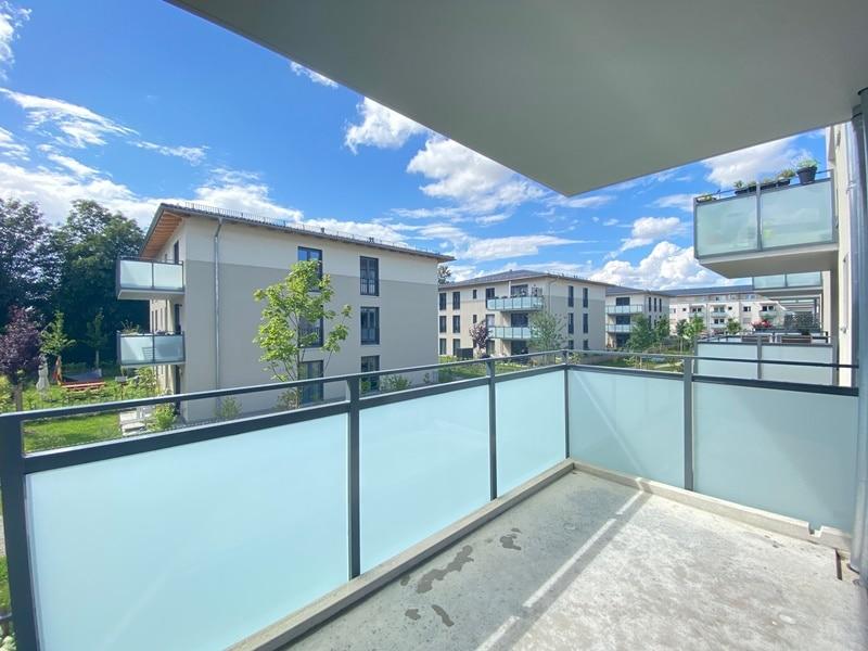 Neuwertige 2 ZKB Wohnung mit Westbalkon in zentraler Lage von Höhenkirchen-Siegertsbrunn - Balkon