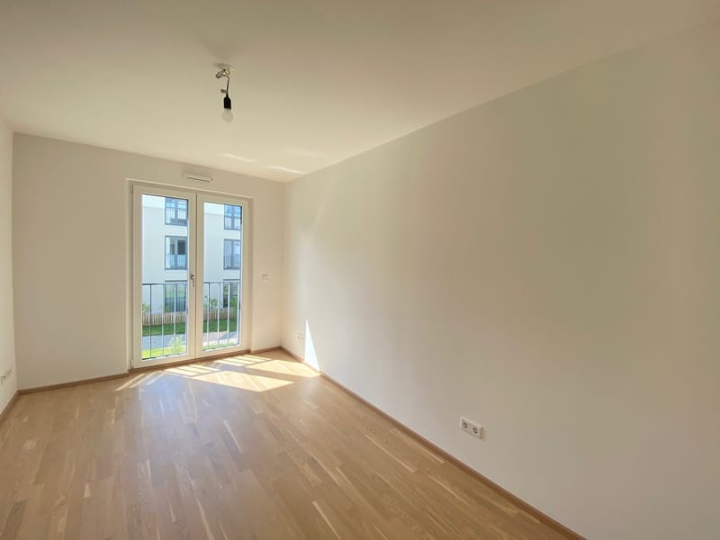 Neuwertige 2 ZKB Wohnung mit Westbalkon in zentraler Lage von Höhenkirchen-Siegertsbrunn - Schlafzimmer