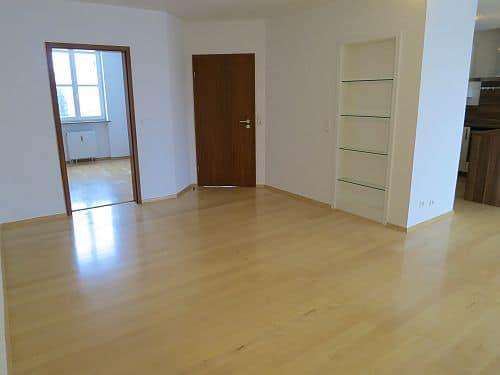 Helle und freundliche 3 Zimmerwohnung in zentraler Lage von Ottobrunn - Wohnzimmer
