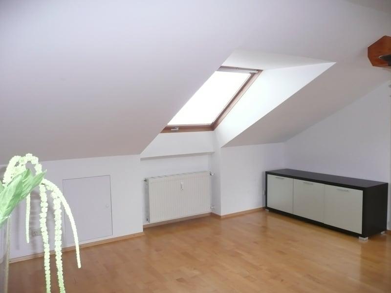 Gemütlich - großzügig - ruhig gelegen: 2.5 Zimmer-Dachgeschosswohnung mit Südbalkon in Aying - Essbereich