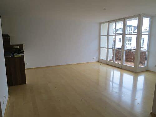 Helle und freundliche 3 Zimmerwohnung in zentraler Lage von Ottobrunn - Esszimmer