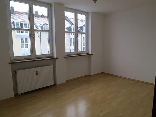Helle und freundliche 3 Zimmerwohnung in zentraler Lage von Ottobrunn - Schlafzimmer