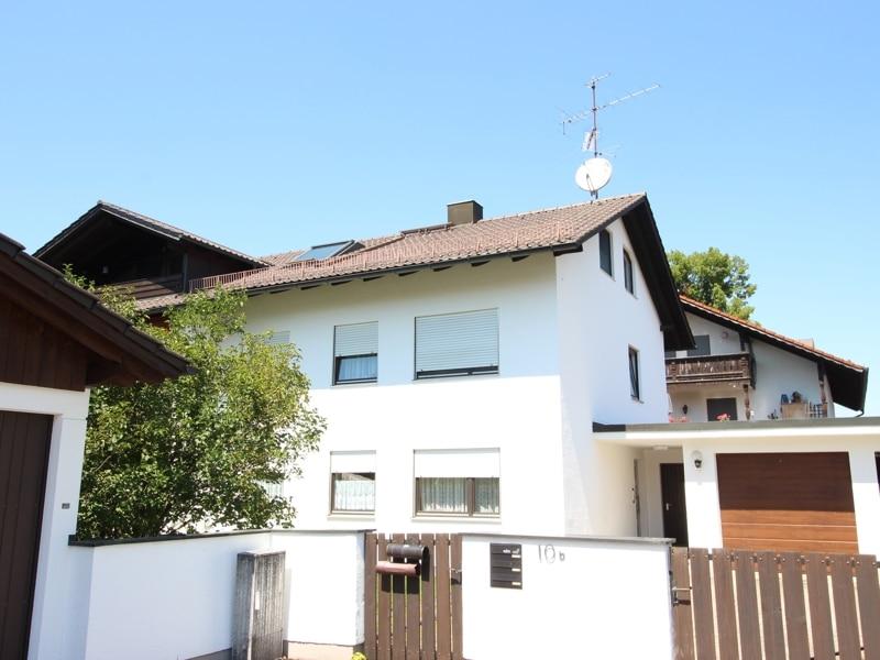 Gemütlich - großzügig - ruhig gelegen: 2.5 Zimmer-Dachgeschosswohnung mit Südbalkon in Aying - Außenbild