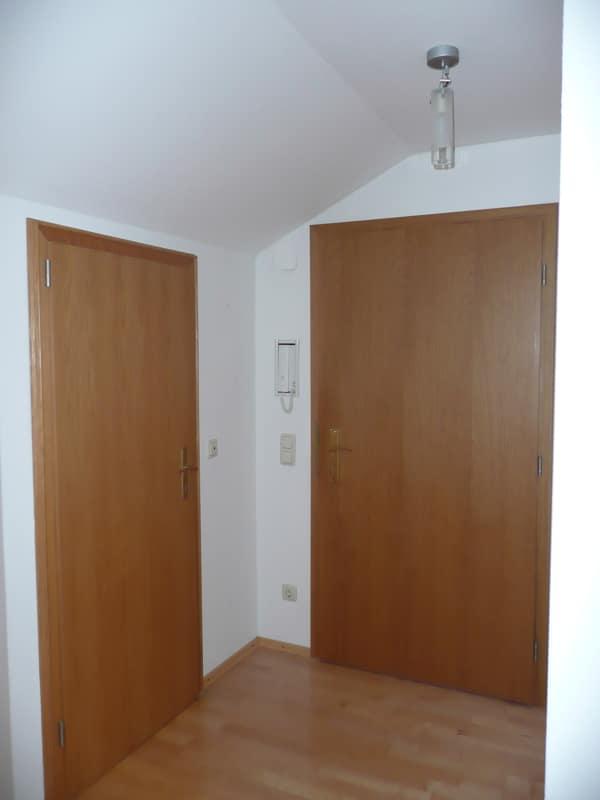 Gemütlich - großzügig - ruhig gelegen: 2.5 Zimmer-Dachgeschosswohnung mit Südbalkon in Aying - Diele