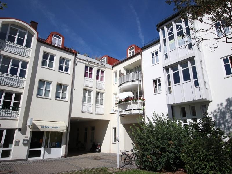 Helle und freundliche 3 Zimmerwohnung in zentraler Lage von Ottobrunn - Außenansicht